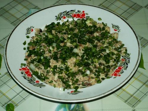 Салат с консервами рыбными и свежим огурцом рецепт с