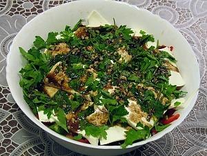 Греческий салат с соусом