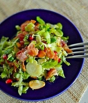Теплый салат из брюссельской капусты и спаржи