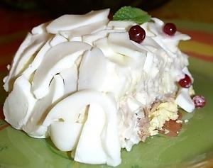 Салат с тунцом, рисом и яйцом