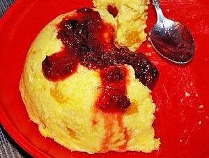 Мамалига на молоці з варенням