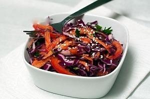 Салат из краснокочанной капусты с перцем и морковью