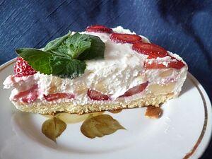 Торт из творога и фруктов