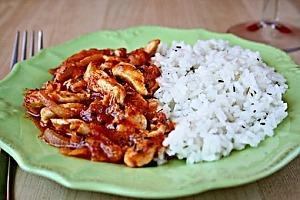 Куриное рагу с помидорами и луком