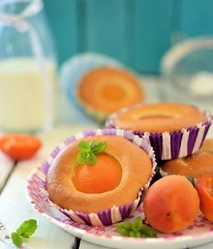 Воздушные маффины с абрикосами