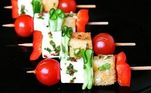 Канапе с фетой и овощами