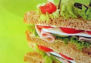 Бутерброд с ветчиной и брынзой