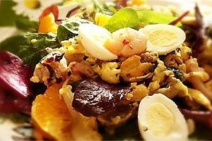 Салат с морепродуктами и яйцом