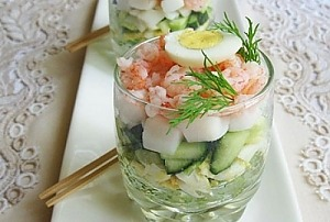 Салат с кальмарами и перепилиными яицами