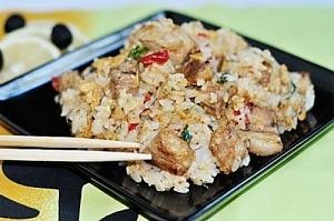 Жареный рис со свининой