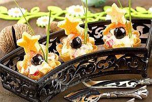 Салат с креветками и тарталетками