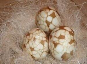 Яйца вареные в чае