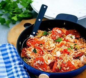 Рис с креветками и чоризо