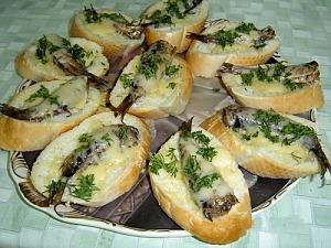 Запеченные бутерброды со шпротами
