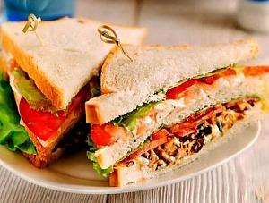 Клубный сэндвич с морепродуктами