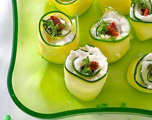 Рулетики из огурцов с творожным сыром