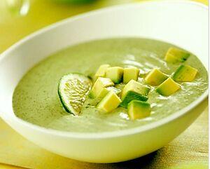 Холодний суп із кабачків і авокадо