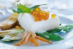 Рыба с овощами и красной икрой
