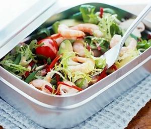 Літній салат з креветками й авокадо