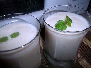 Коктейль из груши с йогуртом