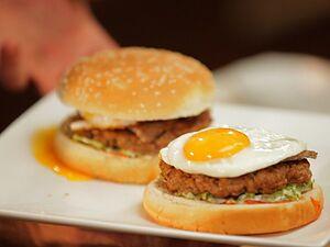 Гамбургер з яйцем