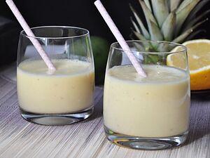 Коктейль из ананаса на йогурте