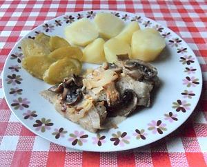 Филе минтая с грибами в духовке
