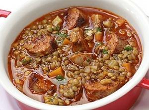 Суп из чечевицы с колбасками