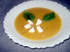 Суп-пюре из картофеля и моркови с фетой