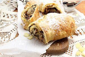 Слоеный пирог с шоколадом и сухофруктами