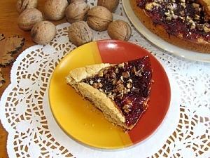 Пирог с абрикосовым джемом и орехами
