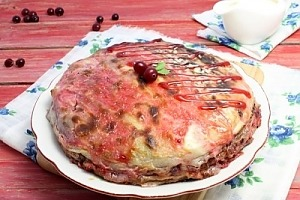 Пирог из блинов с вареньем