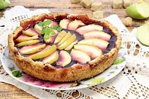 Пиріг з яблуками і варенням