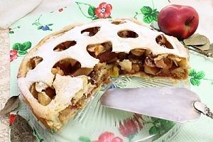 Пиріг з яблуками і родзинками