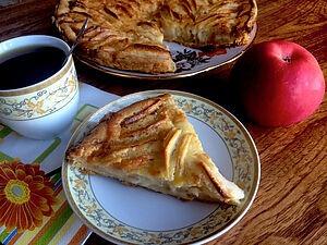 Пиріг з яблуками і кремом