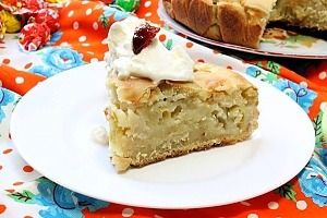 Заливной пирог с яблоками на кефире