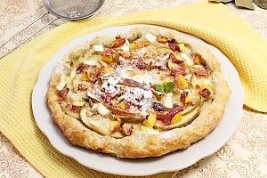 Пирог с яблоками и нектаринами