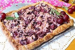 Слоеный пирог с вишней