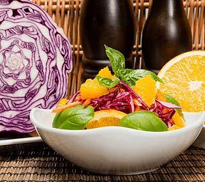 Салат из красной капусты с морковью и апельсинами