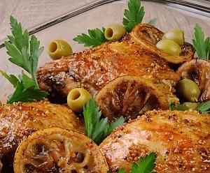 Курица, запеченная с оливками и лимоном