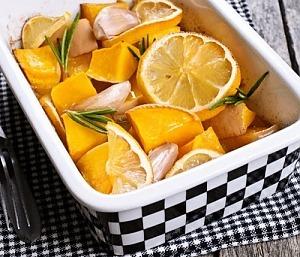 Тыква, запеченная с розмарином и апельсином