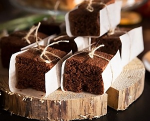Шоколадный брауни с орехами кешью