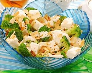 Салат с брокколи и фетой