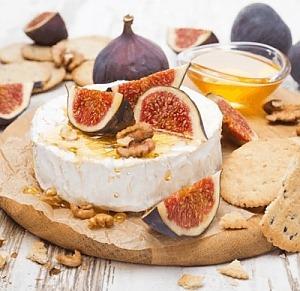 Десерт из сыра камамбер с инжиром