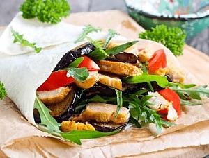 Куриный салат с баклажанами в лаваше