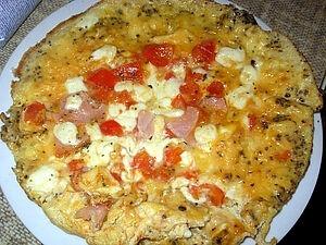 Омлет з моцарелою і помідорами