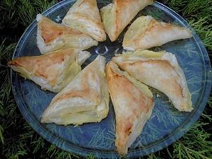 Слоеные треугольники с начинкой из маскарпоне