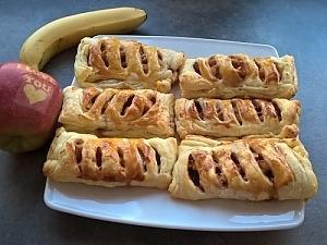 Листкові пиріжки з яблуками і корицею