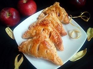 Слоеные треугольники с яблоками