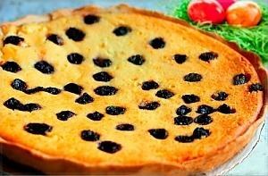 Творожный пирог с вяленой вишней